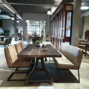 Industriële tafel met oude gietijzeren poten & tafelblad van oud eiken wijnpersvloerdelen IND660