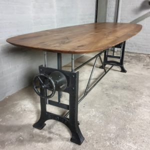 Hoogte verstelbare tafel met ovale tafelblad van Amerikaans notenhout