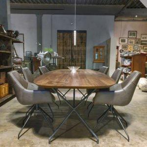 Ovale Amerikaans notenhouten tafel- modern onderstel van staal - IND716