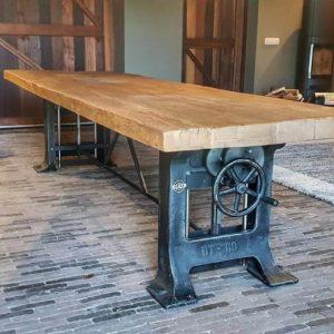 robuuste hoogte verstelbare Industriële tafel, oud eiken tafelblad - Gietijzeren onderstel