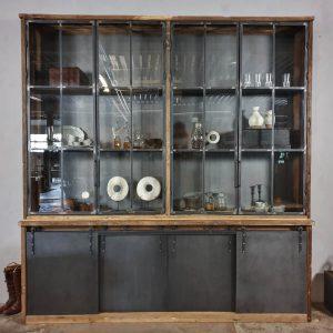 industriele-kast-oud-eiken-met stalen-schuif-deuren-stalen-deuren-met-glas