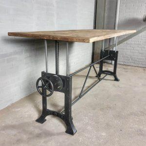 in-hoogte-verstelbare-industriele-tafel-met-4cm-zonverbrand-oud-eiken-blad-dt03-4cm-01