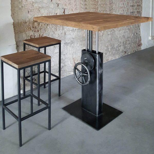 hoogte-verstelbare-industriele-bistro-tafel-met-oud-eiken-tafelblad-dt26-01