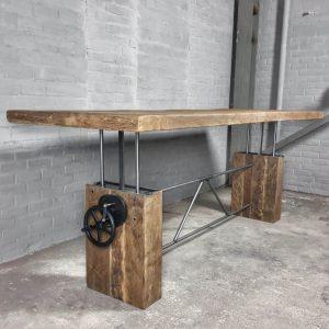 hoogte-verstelbare-eettafel-zonverbrand-oud-eiken-onderstel-7cm-dik-tafelblad-z015-01