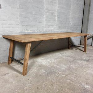 Eettafel-Bato-3-meter-lang-van-oud-eiken-en staal-H016