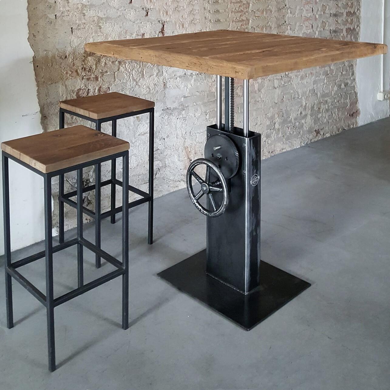 Hoogte verstelbare Industriele Bistro tafel met oud eiken tafelblad – DT26